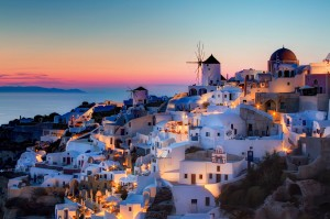 How to visit Santorini as a Single