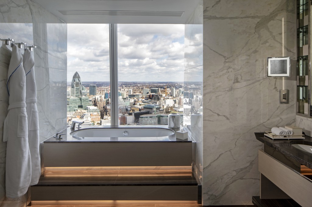 London Suite bathroom - Shangri-La Hotel, At The Shard, London
