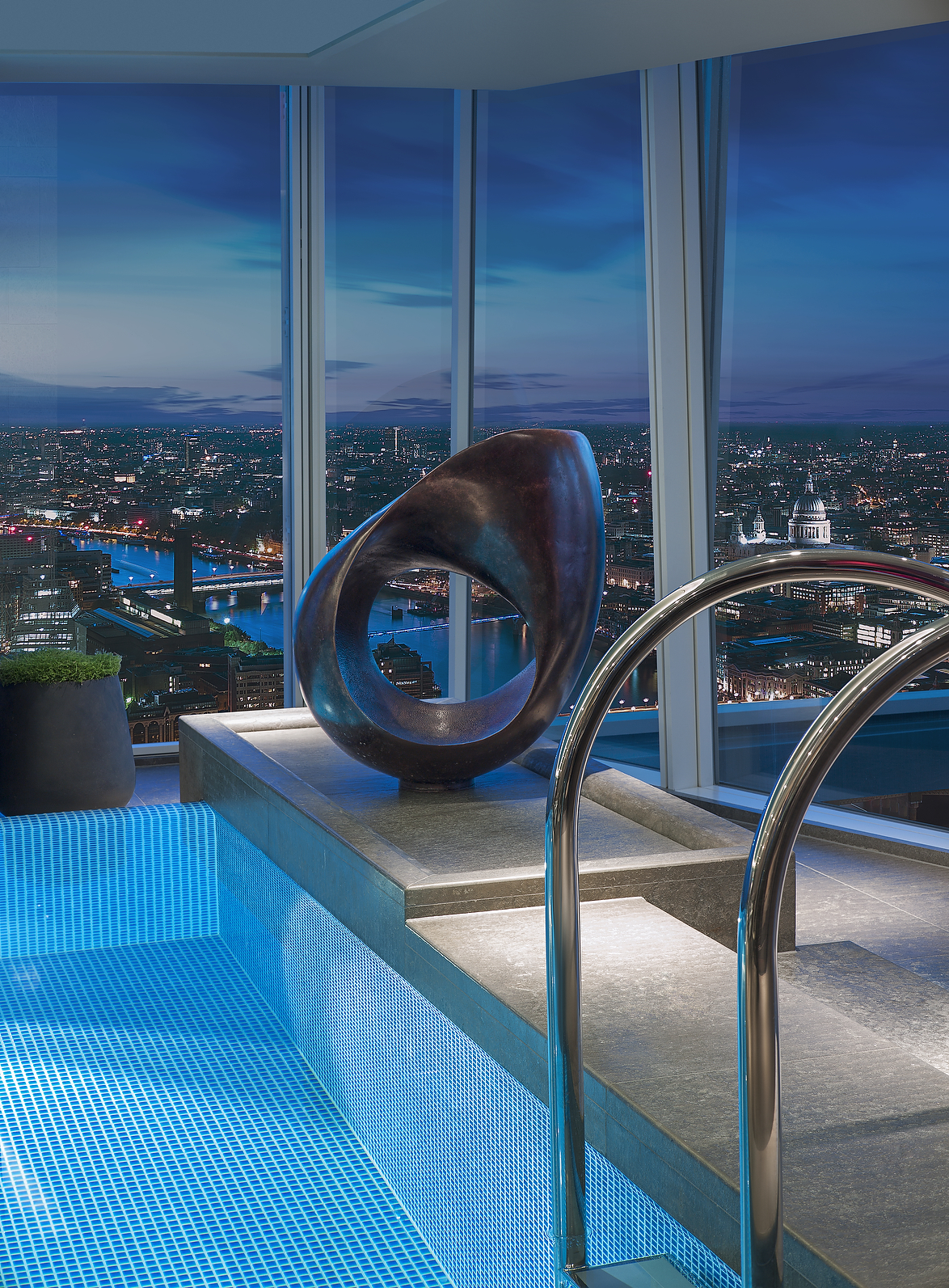 Sculpture by the Skypool - Shangri-La Hotel, At The Shard, London
